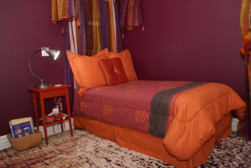 A twin bed in the Sultan's Tent suite (Deluxe Two-Bedroom Suite) at Globetrotters B&B/Gallery in Niagara-on-the-Lake.