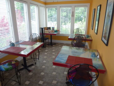 Tables in our sunny breakfast room can be moved to accommodate up to 10 guests who wish to enjoy breakfast together at Globetrotters B&B/Gallery in Niagara-on-the-Lake.